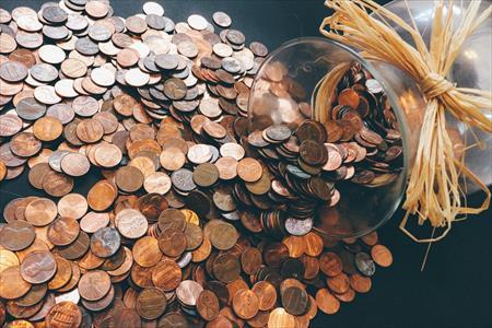 専用の小銭貯金箱を使うのも一つの方法